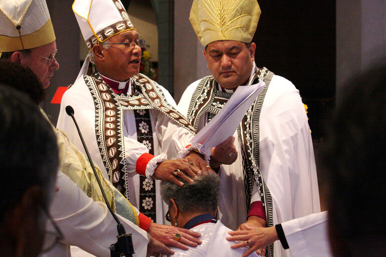 Bishop Winston, flanked by Bishops Paterson and Pikaahu, ordains Tai Taimalelagi Fagamalama Tuatagaloa-Leota in July 2009.