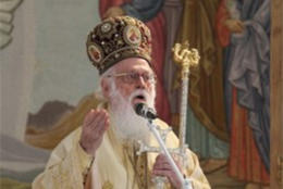 Patriarch backs distancing rules