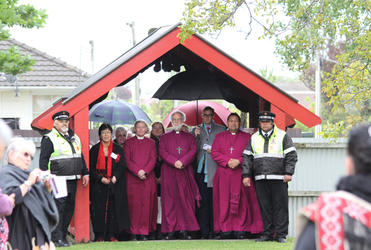 Flanked by Bishop Victoria Matthews and Bishop Kito Pikaahu, the Archbishop waits to be called on to Te Waipounamu.