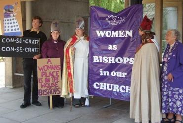 Protesters in favour of women bishops on the campus of York University in July 2006. ENS Photo/Matthew Davies