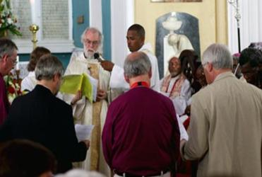 The Archbishop of Canterbury commissions members of Standing Committee at the ACC's closing Eucharist in Kingston.