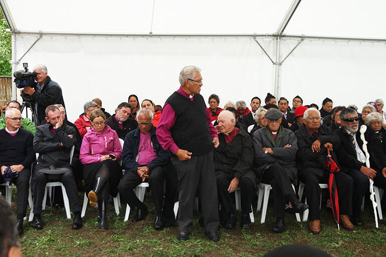 Bishop Ngarahu Katene of Manawa o te Wheke speaking for the manuhiri.