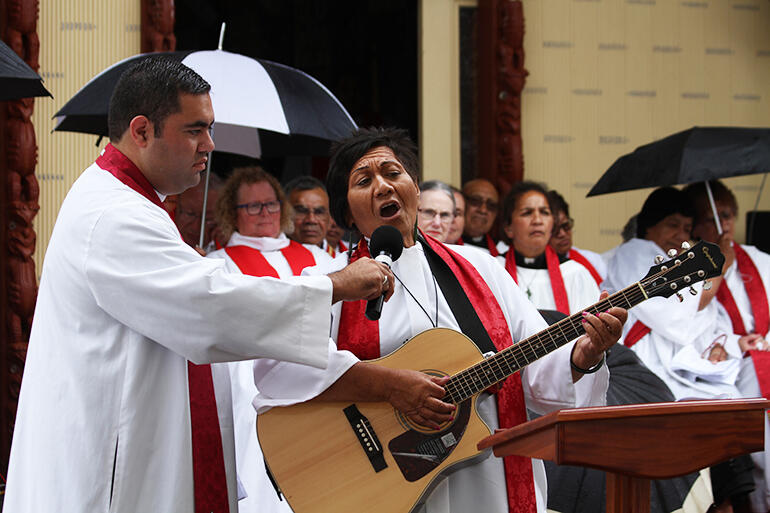 The Rev Pane Kawhia beseeches God's people in song to go and make disciples.