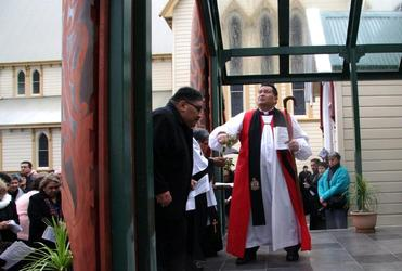 Bishop Kito Pikaahu blesses the new entrance to Tatai Hono marae.