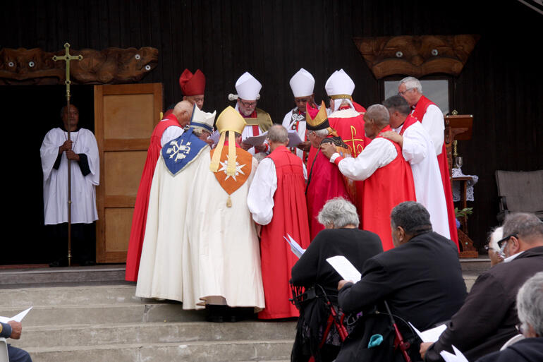 'Come, Holy Spirit': The bishops ordain Richard Wallace.