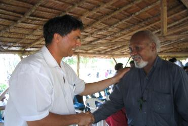 The Anglican Mission Board's Robert Kereopa greets the new Bishop of Popondota in 2006.