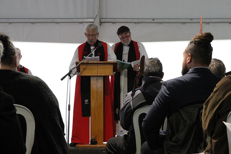 Pihopa Ngarahu Katene and Archbishop Philip Richardson read the General Synod-mandated apology, paragraph by paragraph, in te reo Maori and English.