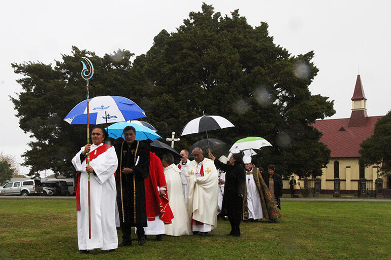Heavy rain fell as the archbishops and altar party processed from Toko Toru Tapu to the marquee.