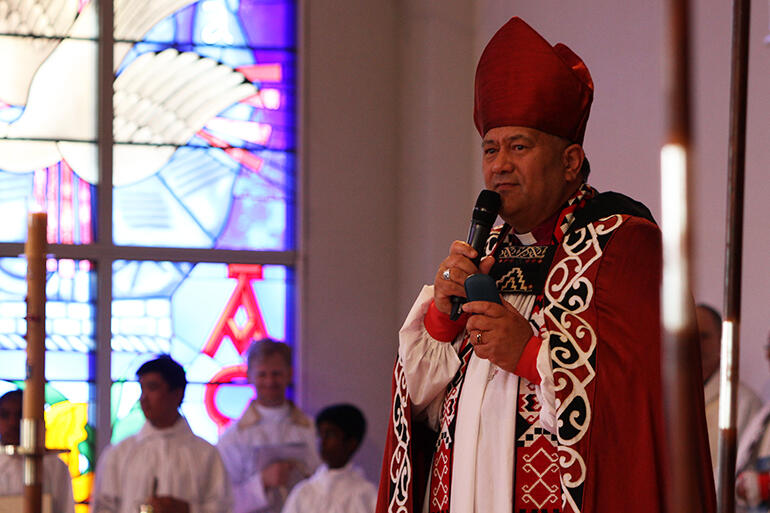 Bishop Kito Pikaahu, Te Pihopa o Te Tao Tokerau, giving his mihi at the beginning of the service.