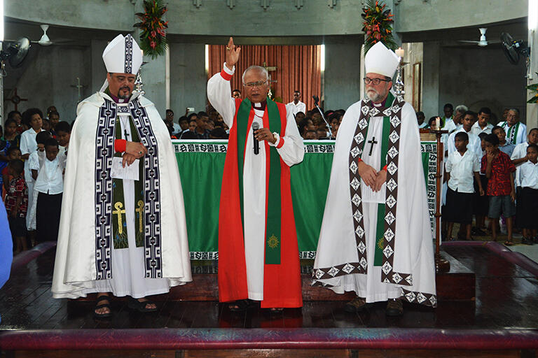 Archbishop Winston pronounces the blessing. He is flanked by Archbishops Don Tamihere (left) and Philip Richardson.